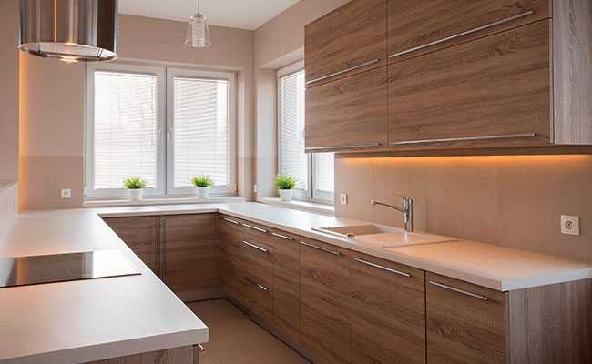 Cocinas de madera modernas con dise os acogedores majofesa for Disenos de cocinas integrales modernas